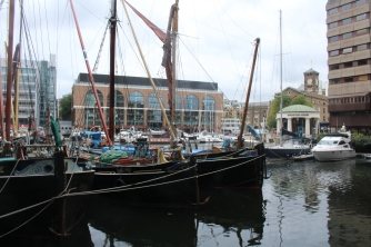 St Katharine's docks ships Londres UK