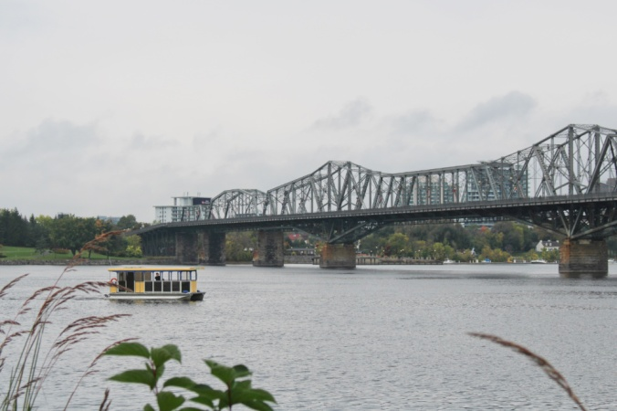pont Alexandra et aqua taxi Ottawa