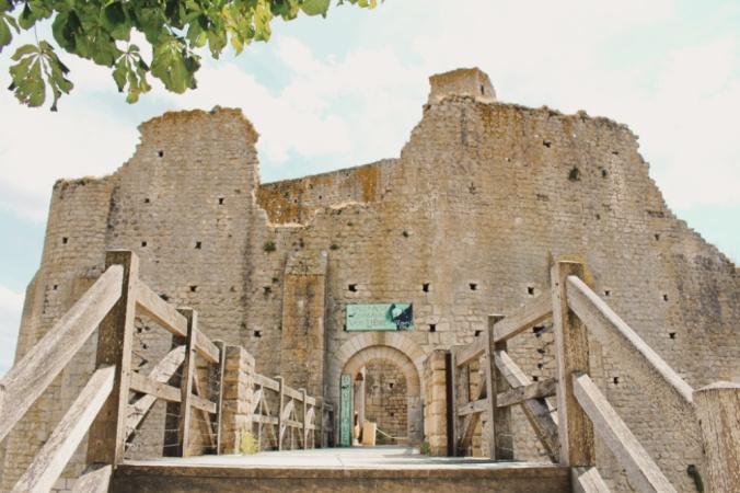 entrée château baronnial Chauvigny