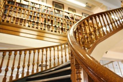 linen hall library escalier belfast irlande du nord