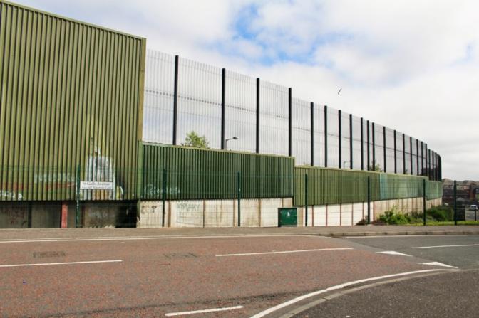 peace wall belfast ouest irlande du nord
