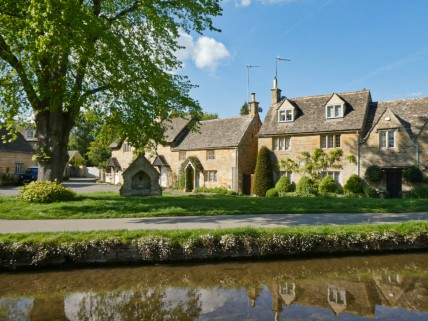 Lower Slaughter square