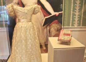 robe blanche Victoria Kensington palace