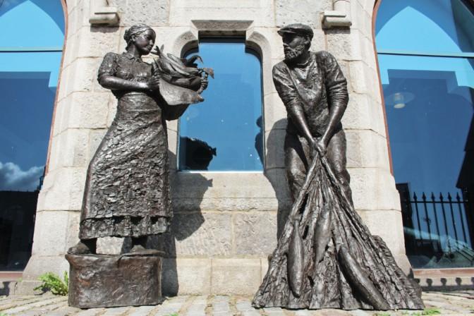 statue Aberdeen maritime museum